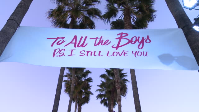 """netflix presents """"to all the boys: p.s. i still love you"""" premiere at the egyptian theatre on february 03, 2020 in hollywood, california. - première stock-videos und b-roll-filmmaterial"""