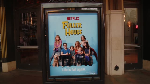 vídeos de stock, filmes e b-roll de atmosphere netflix's fuller house premiere at pacific theaters at the grove on february 16 2016 in los angeles california - the grove los angeles