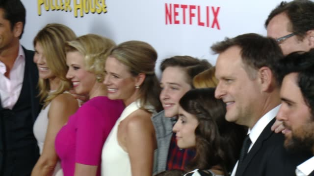 vídeos de stock, filmes e b-roll de chyron netflix's fuller house premiere at pacific theaters at the grove on february 16 2016 in los angeles california - the grove los angeles