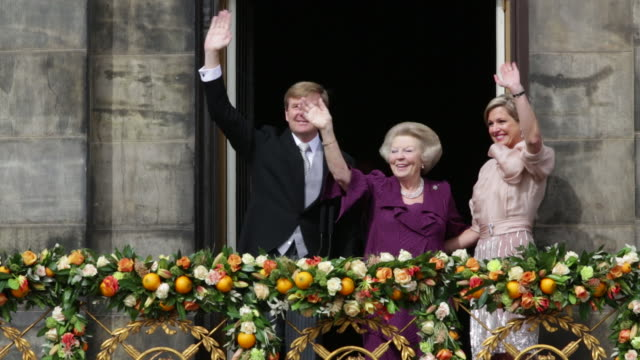 netherlands, amsterdam, 30 april 2013, royal family on balcony of royal palace on dam square, king willem-alexander, queen maxima and princess beatrix - coronation stock videos and b-roll footage