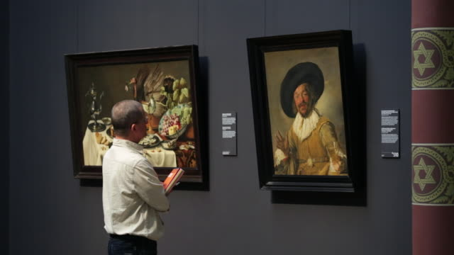 netherlands, amsterdam, rijksmuseum or national museum, the merry drinker, frans hals, ca 1628 - museum stock-videos und b-roll-filmmaterial