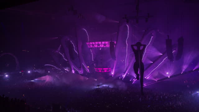 vídeos de stock, filmes e b-roll de netherlands, amsterdam, sensation, the world's leading dance event. world premiere of 'welcome to the pleasuredome', in the amsterdam arena. 5 july 2014. dj nicky romero. editirial use only - estreia