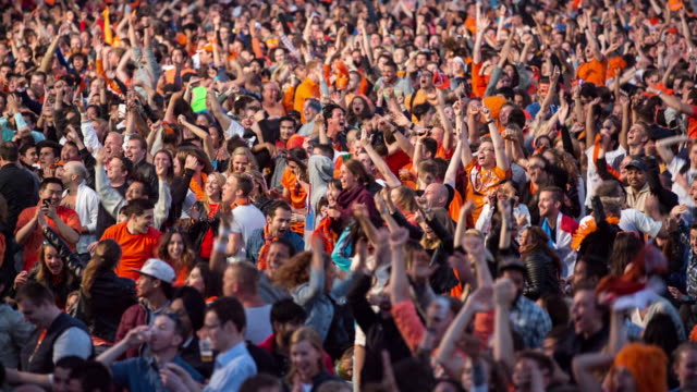 stockvideo's en b-roll-footage met netherlands, amsterdam, world cup football brazil 2014. australia - the netherlands (2-3),  museumplein. about 40.000 supporters gather together - toeschouwer