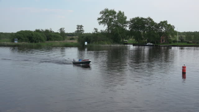 netherlands boat on lake in friesland park - olanda settentrionale video stock e b–roll