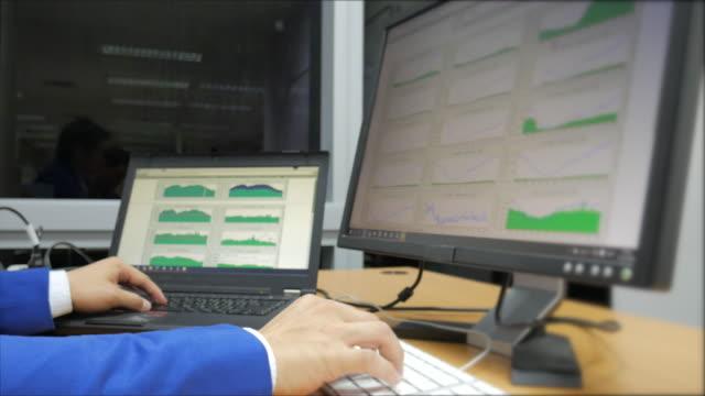 ネットワーク技術監視の - 中央管理室点の映像素材/bロール