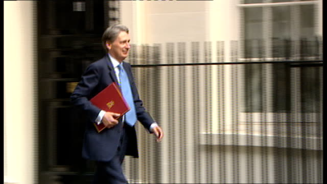Network Rail criticised for awarding 6figure bonuses to top directors R22061001 Philip Hammond MP arriving at Number 10