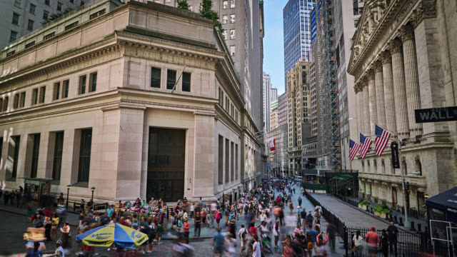 network stock exchange, wallstreet and broad street, new york - stock market and exchange stock videos & royalty-free footage