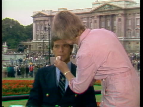 networks; england: london: nbc's, tom brokaw made up set presenters in glass construction outside palace - made in usa点の映像素材/bロール