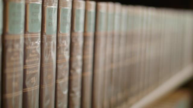 vídeos de stock e filmes b-roll de neues rathaus bibliothek münchen - lei