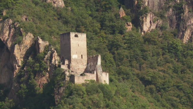 pan neuhaus castle ruin (castel neuhaus) above terlan in south tyrol - 中世点の映像素材/bロール