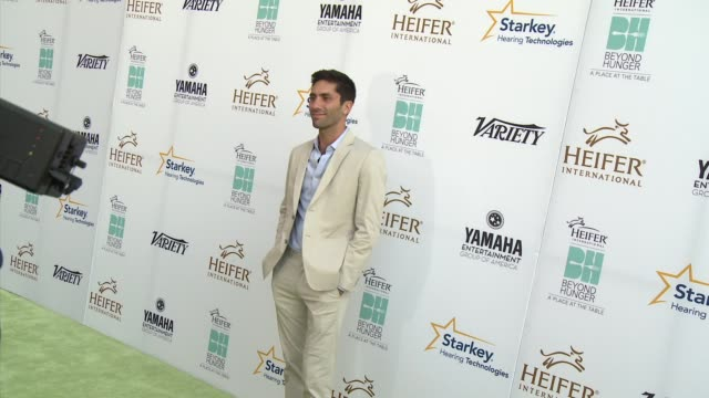 """nev schulman - heifer international hosts 3rd annual beyond hunger: """"a place at the table"""" gala at montage beverly hills on august 22, 2014 in... - モンタージュ・ビバリーヒルズ点の映像素材/bロール"""