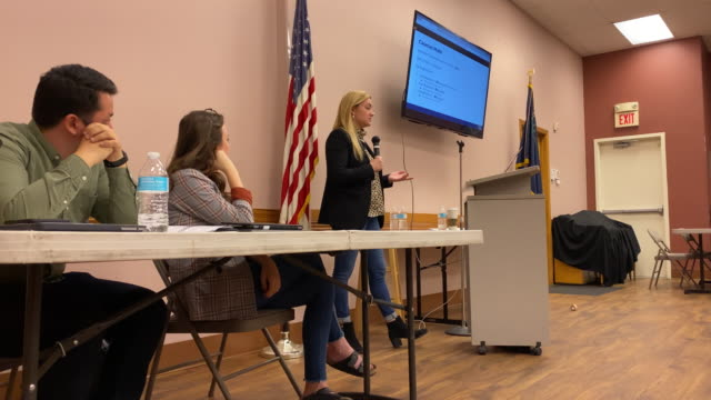 vídeos de stock, filmes e b-roll de nevada caucus volunteers receive training for recording caucus results february 20 2020 in las vegas nevada nevada holds its caucus on february 22 - primary election