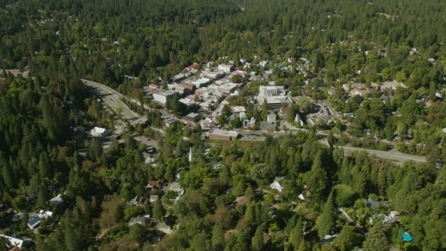 nevada city, the county seat of nevada county, california, aerial view. - カリフォルニアシエラネバダ点の映像素材/bロール