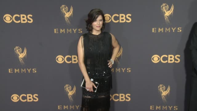 vídeos de stock e filmes b-roll de neve campbell at the 69th annual primetime emmy awards at microsoft theater on september 17 2017 in los angeles california - neve campbell