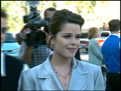 vídeos de stock e filmes b-roll de neve campbell at the family film awards at cbs television city in los angeles california on august 22 1996 - neve campbell