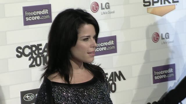 vídeos de stock e filmes b-roll de neve campbell at the spike tv's 'scream 2010' at los angeles ca - neve campbell