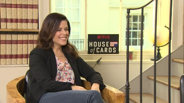 vídeos de stock e filmes b-roll de iinterview neve campbell on 20years since 'scream' at 'house of cards' season 4 junket on february 29 2016 in london england - neve campbell
