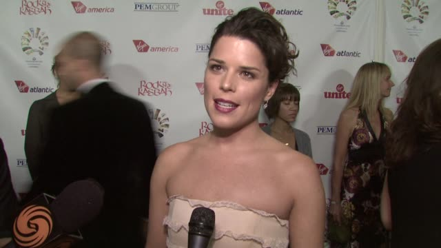 vídeos de stock e filmes b-roll de neve campbell on attending tonight's event on getting others to give during a financial crisis on what she's looking forward to tonight and on how... - neve campbell