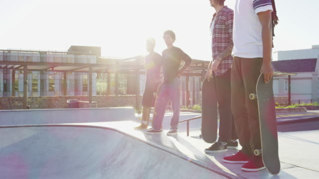 vídeos de stock e filmes b-roll de new and upcoming skate talent - amizade masculina