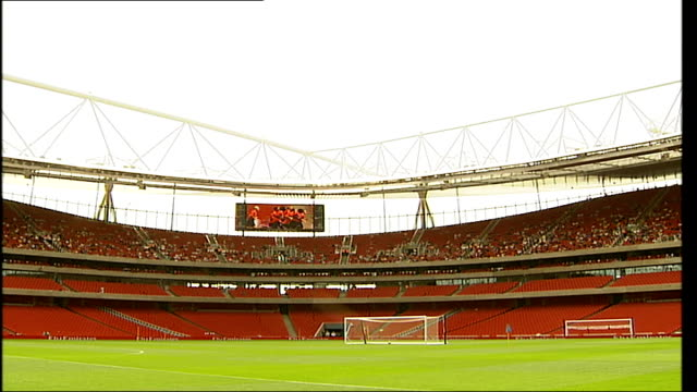 new arsenal emirates stadium previewed to fans; england: london: ext new united arab emirates arsenal stadium to players on pitch arsene wenger close... - torschuss stock-videos und b-roll-filmmaterial