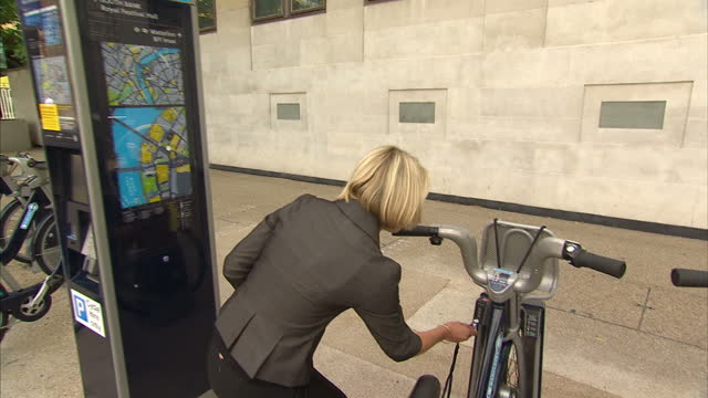 new bike hire scheme should make cycling around the capital a lot easier. it allows people to rent bikes from 'docking points' around london and... - new hire stock videos & royalty-free footage