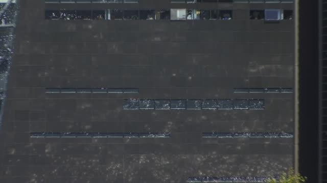 vídeos de stock e filmes b-roll de cu, zo, ws, new building of  royal library black diamond (den sorte diamant), copenhagen, denmark - região de oresund
