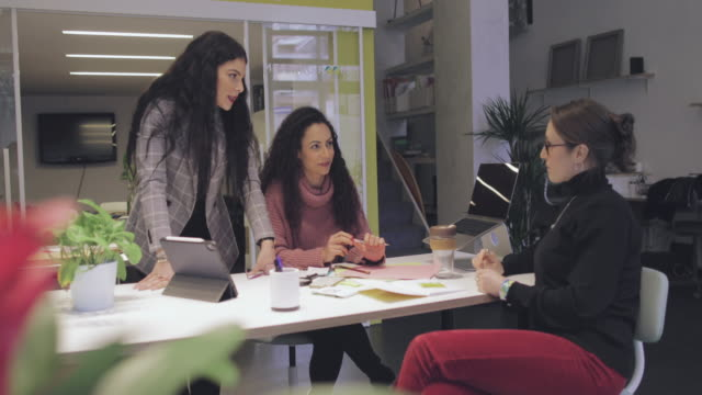 new business startup: all women team agreement in coworking office - contracting stock videos & royalty-free footage