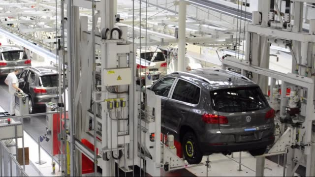 vídeos de stock e filmes b-roll de new car registrations in germany a key gauge of demand in one of the most important sectors of europe biggest economy fell nearly three percent last... - maior