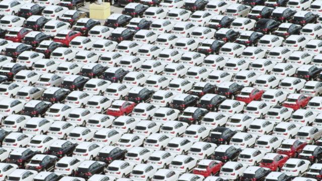 ws aerial pov new cars in lot of car factory / charleston, south carolina, united states - viele gegenstände stock-videos und b-roll-filmmaterial