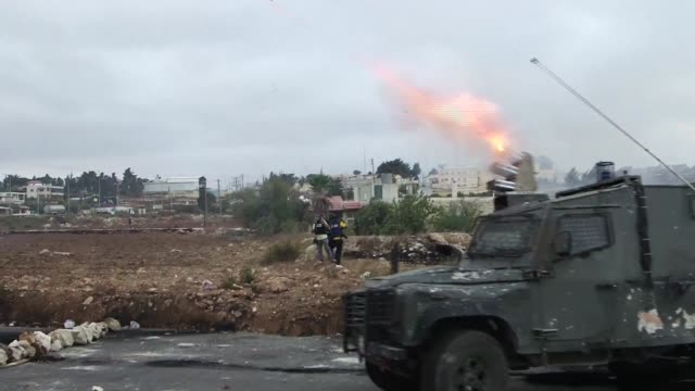 stockvideo's en b-roll-footage met new clashes erupted monday in the west bank and east jerusalem while israels military shot dead a 13 year old palestinian after prime minister... - oost jeruzalem