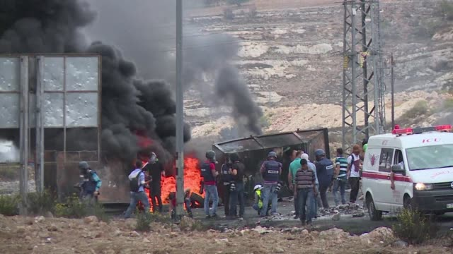 vídeos de stock, filmes e b-roll de new clashes erupted on friday at the dco checkpoint near ramallah between palestinian protesters and israeli security forces as the surge in israel... - ramallah