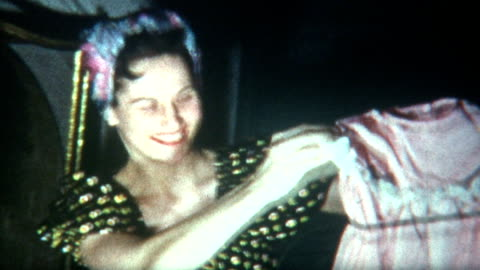 neue kleidung den 1940 er jahren - frauenrechte stock-videos und b-roll-filmmaterial