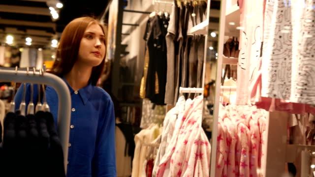 vídeos y material grabado en eventos de stock de nueva colección - colección de la moda