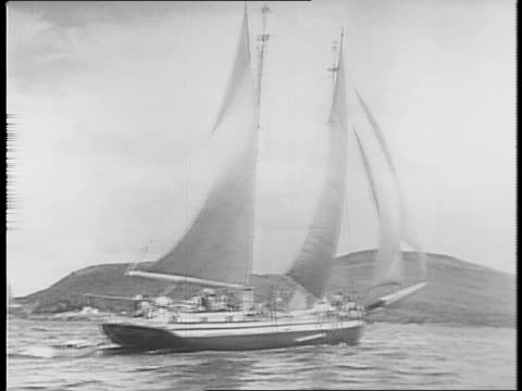 new england women board a windjammer in maine / a woman fixing her bed on the boat / women eating donuts together aboard the ship / a sailer showing... - 船の一部点の映像素材/bロール