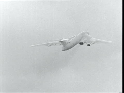 stockvideo's en b-roll-footage met new escape system for v-bomber planes; **also available as fs060963003** england: hertfordshire: ext plane taking off from runway l-r - itv evening bulletin
