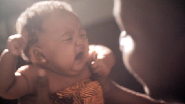 vidéos et rushes de nouveau père - bébés filles
