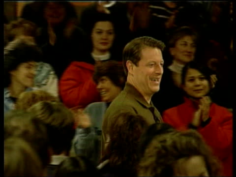 vídeos de stock, filmes e b-roll de al gore meeting supporters at rally al gore speaking at rally sot to those of you who are undecided in this new hampshire primary i want you to vote... - gore