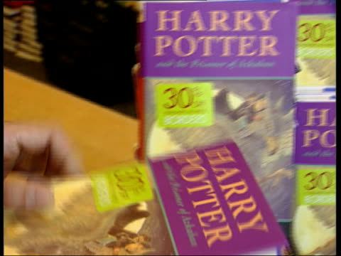 new harry potter book launched; england: london: int copies of the latest book featuring trainee wizard harry potter on display in bookshop copy of... - harry potter titolo d'opera famosa video stock e b–roll
