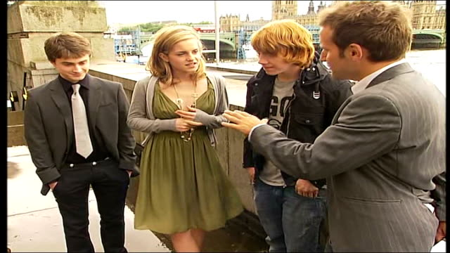 stockvideo's en b-roll-footage met new harry potter film emma watson interview sot on trying to study as well as perform in harry potter films / on signing up for the last two films... - harry potter naam kunstwerk