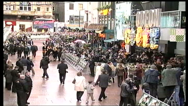 london leicester square ext crowds gathered outside cinema for premiere of new film 'harry potter and the chamber of secrets' bv daniel radcliffe who... - film premiere stock videos & royalty-free footage