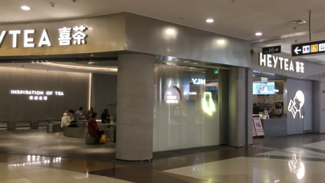 new heytea store opens in a shopping mall. hey tea is a popular chinese tea drink chain and well known from the social media. it let its brand... - chain store stock videos & royalty-free footage