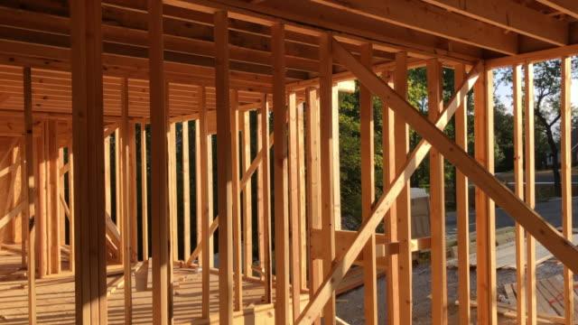 new home under construction in the suburb of atlanta, georgia, usa amid the 2020 coronavirus pandemic. - fensterrahmen stock-videos und b-roll-filmmaterial