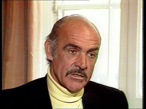 vídeos de stock, filmes e b-roll de new james bond announced tx cms sean connery intvwd sot i started in 1961 - james bond trabalho conhecido