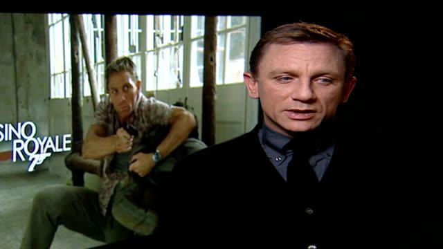 vídeos de stock e filmes b-roll de new 'james bond' film opens; daniel craig interview sot - on doing own stunts - james bond fictional character