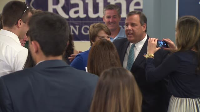 stockvideo's en b-roll-footage met new jersey gov chris christie at illinois republican gubernatorial candidate bruce rauner's headquarters on aug 25 2014 in chicago - new jersey