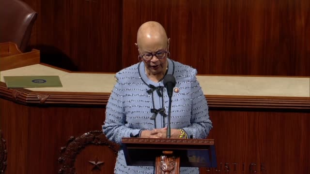 vidéos et rushes de new jersey representative bonnie watson coleman reads from a constituent letter from a federal worker on day 24 of a partial government shutdown... - michigan