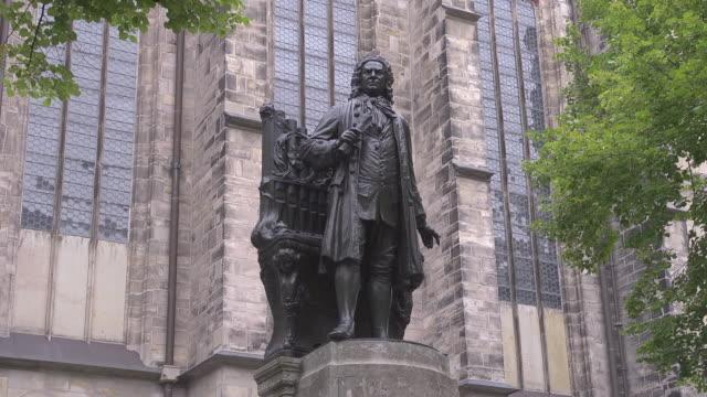 """new"" johann sebastian bach monument in leipzig - johann sebastian bach stock-videos und b-roll-filmmaterial"