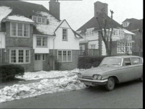 mr harold wilson interview england london dulwich 12 south way ms harold wilson kisses wife cs interior of car mr wilson gets in ms car away ms... - harold wilson stock-videos und b-roll-filmmaterial