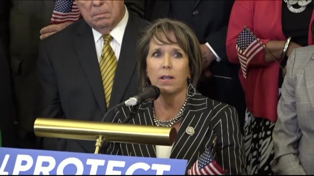 vídeos y material grabado en eventos de stock de new mexico congresswoman michelle lujan grisham says a day after the trump administration announced a sixmonth delay on canceling the deferred action... - injusticia