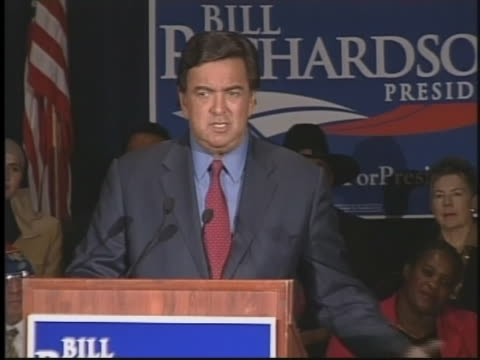 new mexico governor bill richardson answers a question after he announces his candidacy for president of the united states. - メキシコ系アメリカ人点の映像素材/bロール